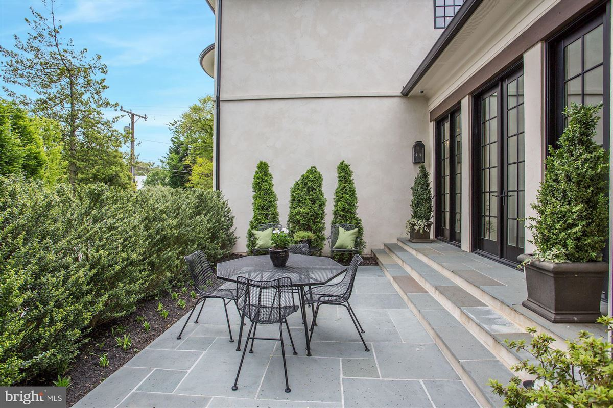 Mansions Exquisite French Country Stucco Home in north arlington