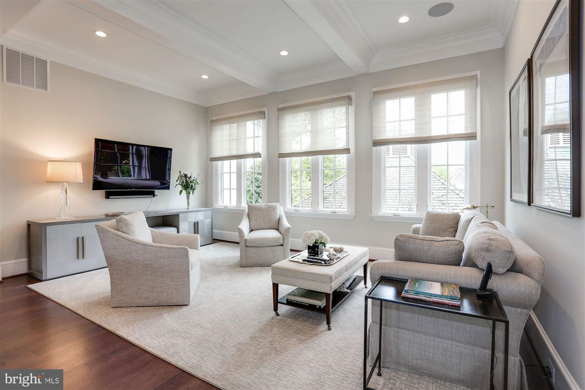 Mansions in Exquisite French Country Stucco Home in north arlington