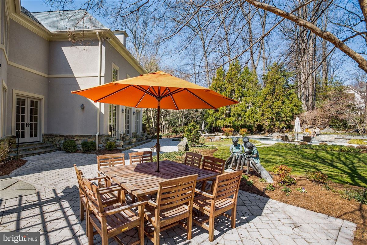 Luxury real estate Award-winning property in sought after Woodlea Mill