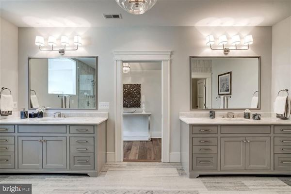 Mansions New modern farmhouse with high end finishes