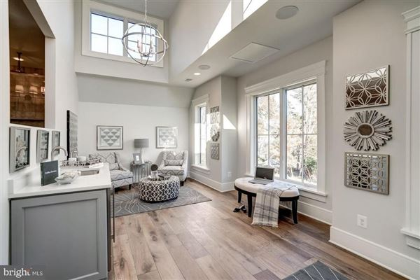 New modern farmhouse with high end finishes mansions