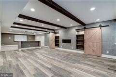 Luxury homes New modern farmhouse with high end finishes