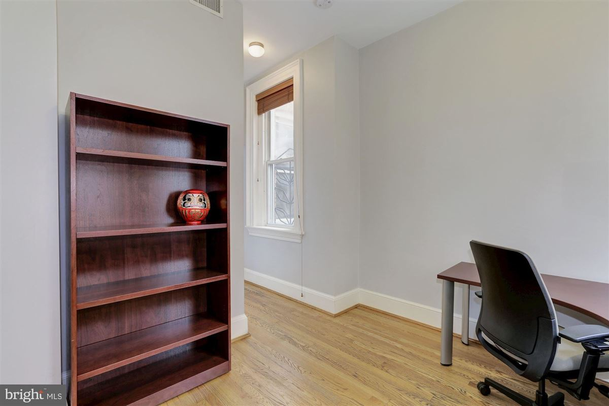 Mansions in thoughtfully renovated 1906 Kalorama home