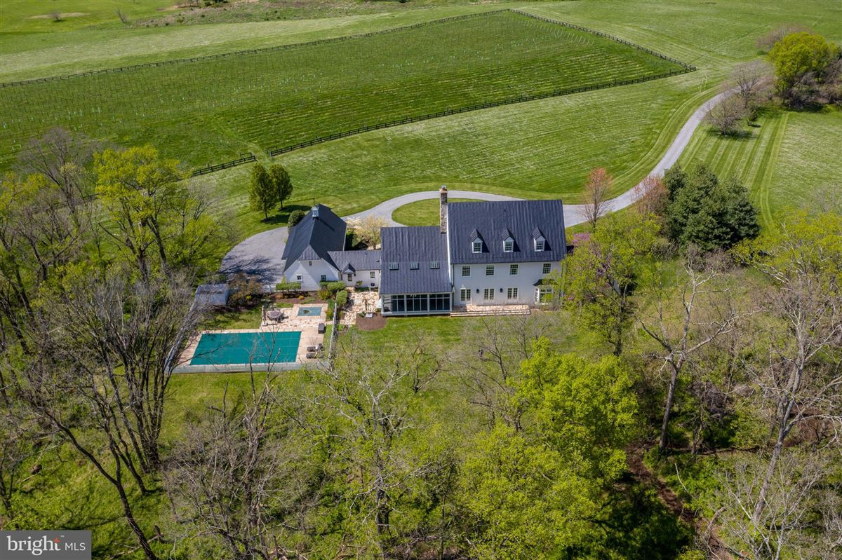 Luxury homes stunning 36-acre haven on the potomac river