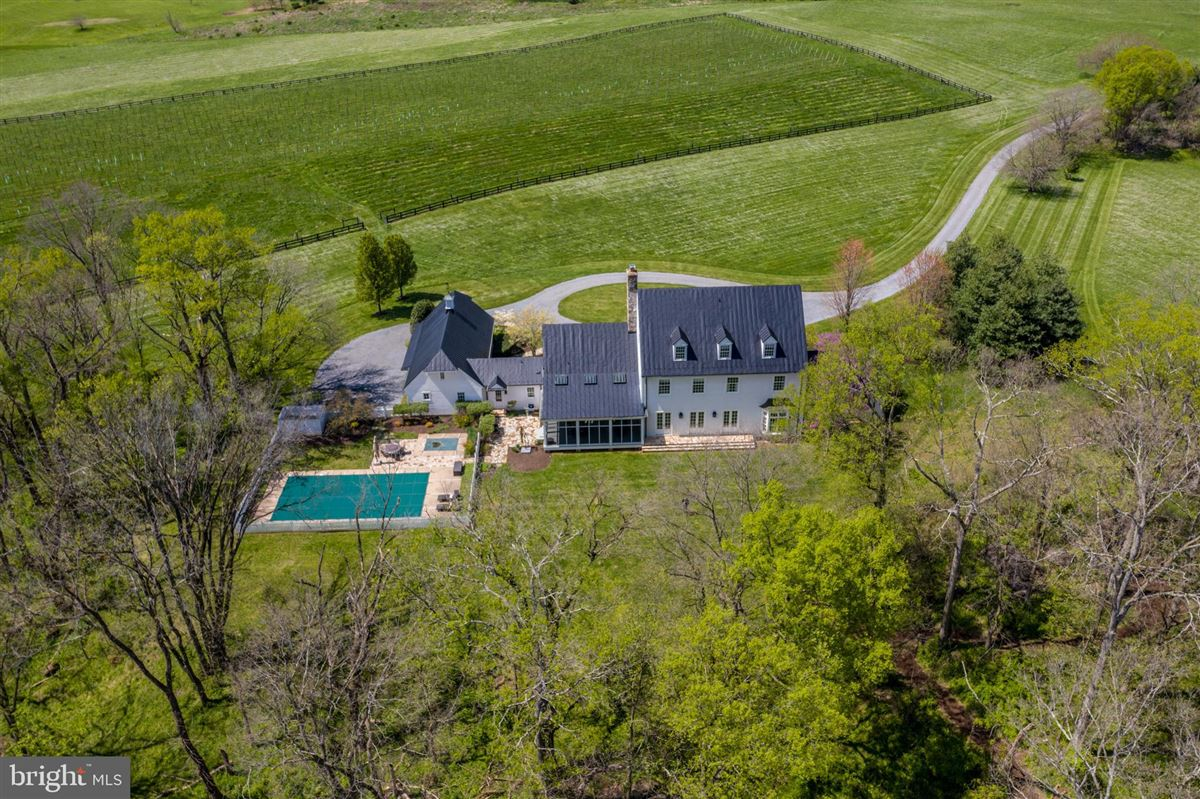 stunning 36-acre haven on the potomac river luxury homes