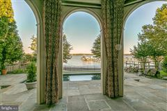 Mansions Comfortable Opulence on the Potomac River