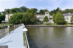 Mansions in Comfortable Opulence on the Potomac River