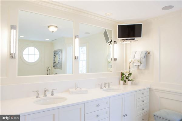 The Sanford Dempsey House luxury homes