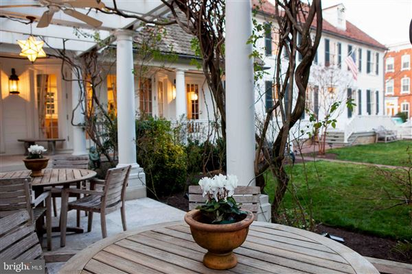 Luxury real estate The Sanford Dempsey House