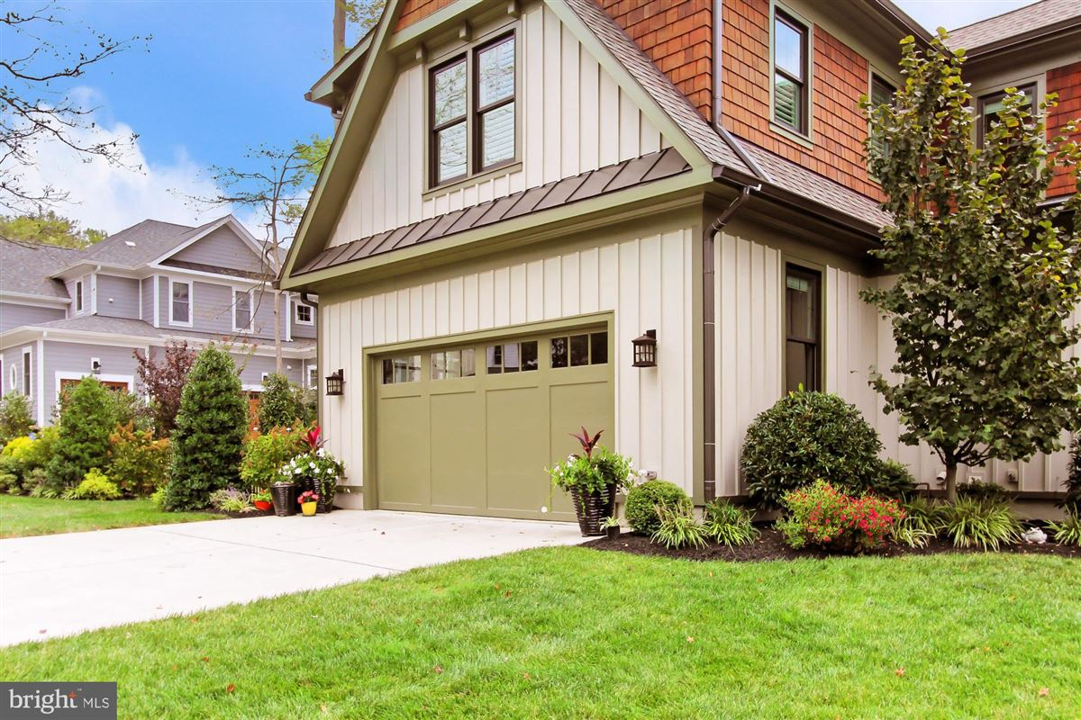 Mansions in Architect designed Craftsman home