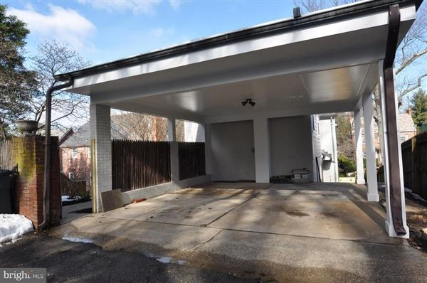 Mansions in spacious completely renovated home