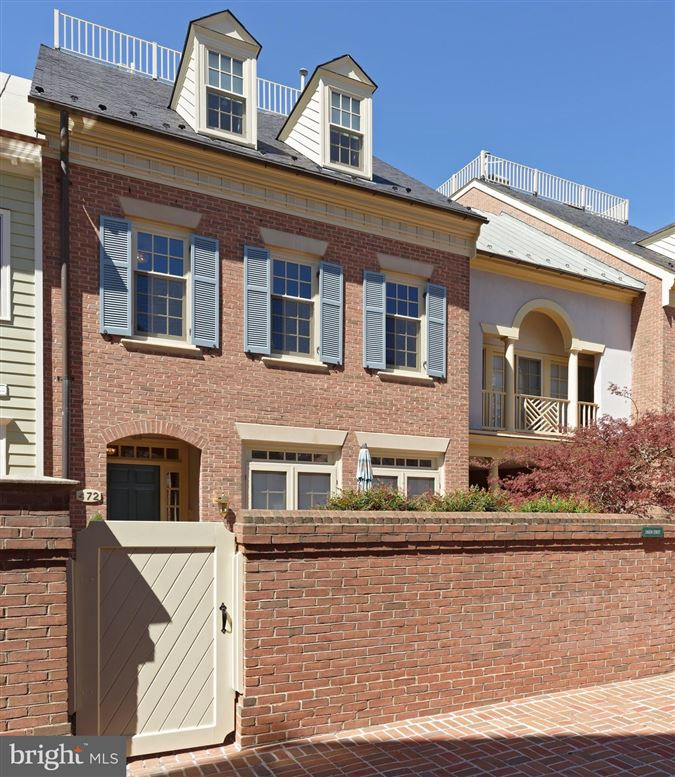 Mansions pristine townhouse in sought-after harborside