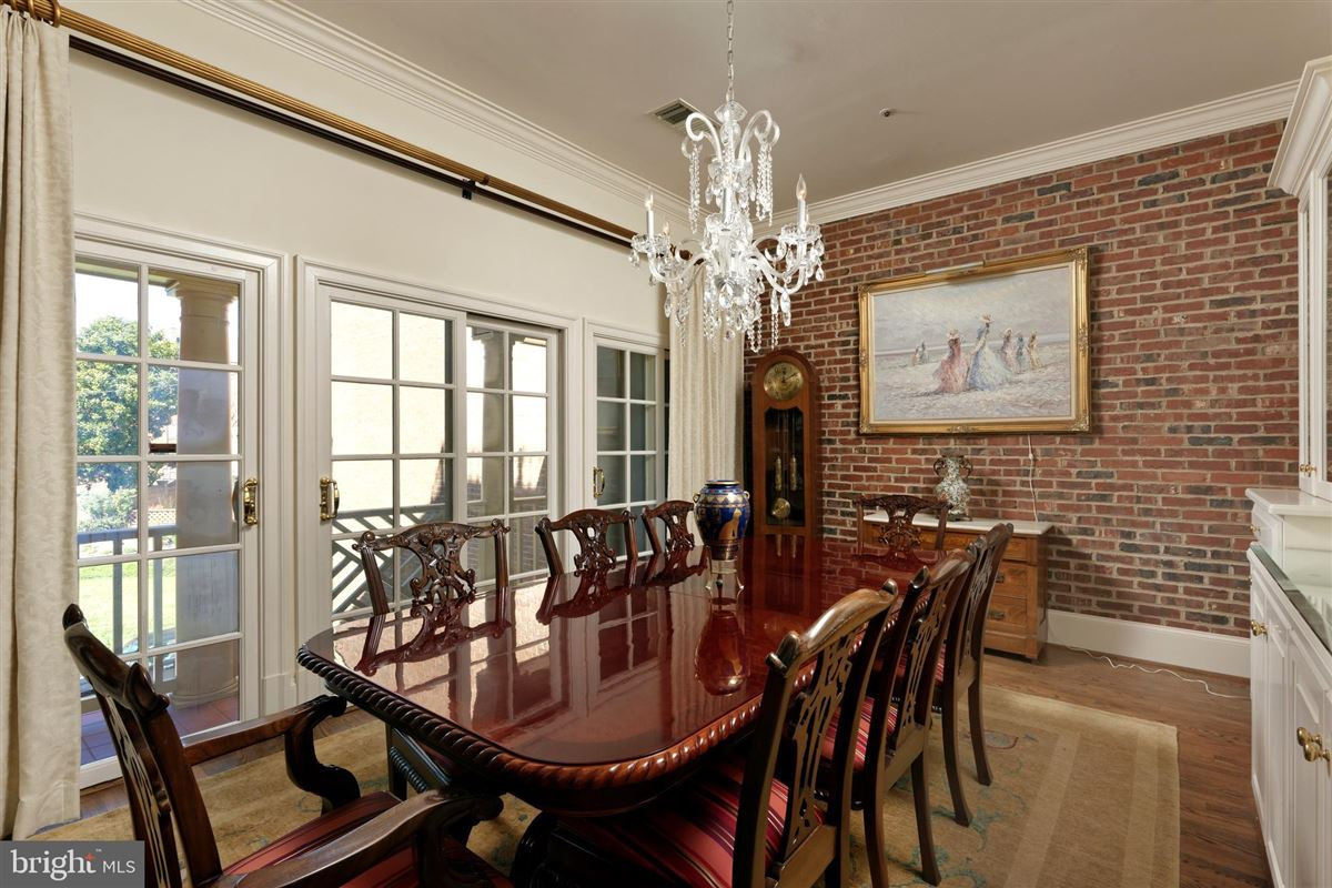 Luxury real estate pristine townhouse in sought-after harborside