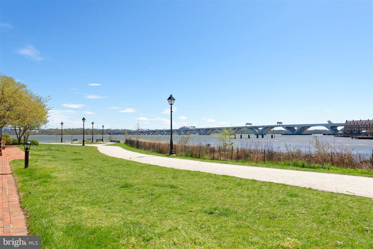 Luxury homes pristine townhouse in sought-after harborside
