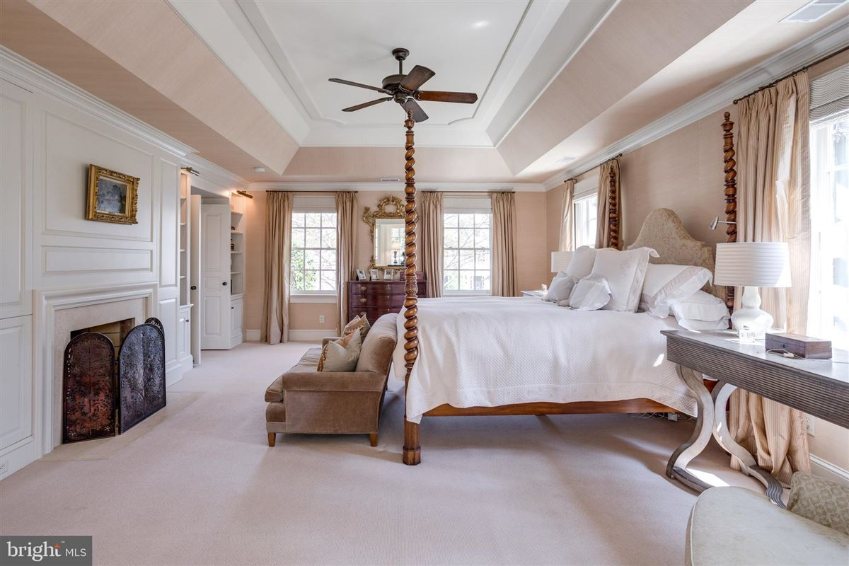 Luxury homes extraordinary Belle Haven estate