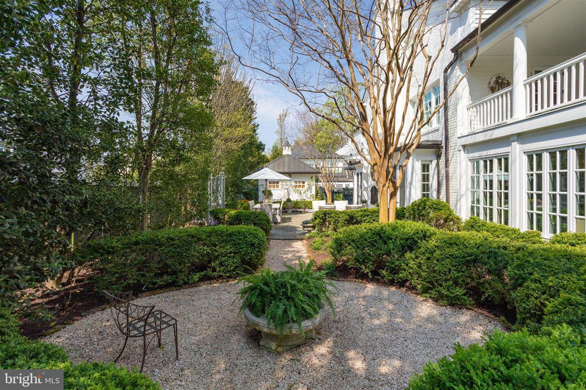 extraordinary Belle Haven estate luxury properties