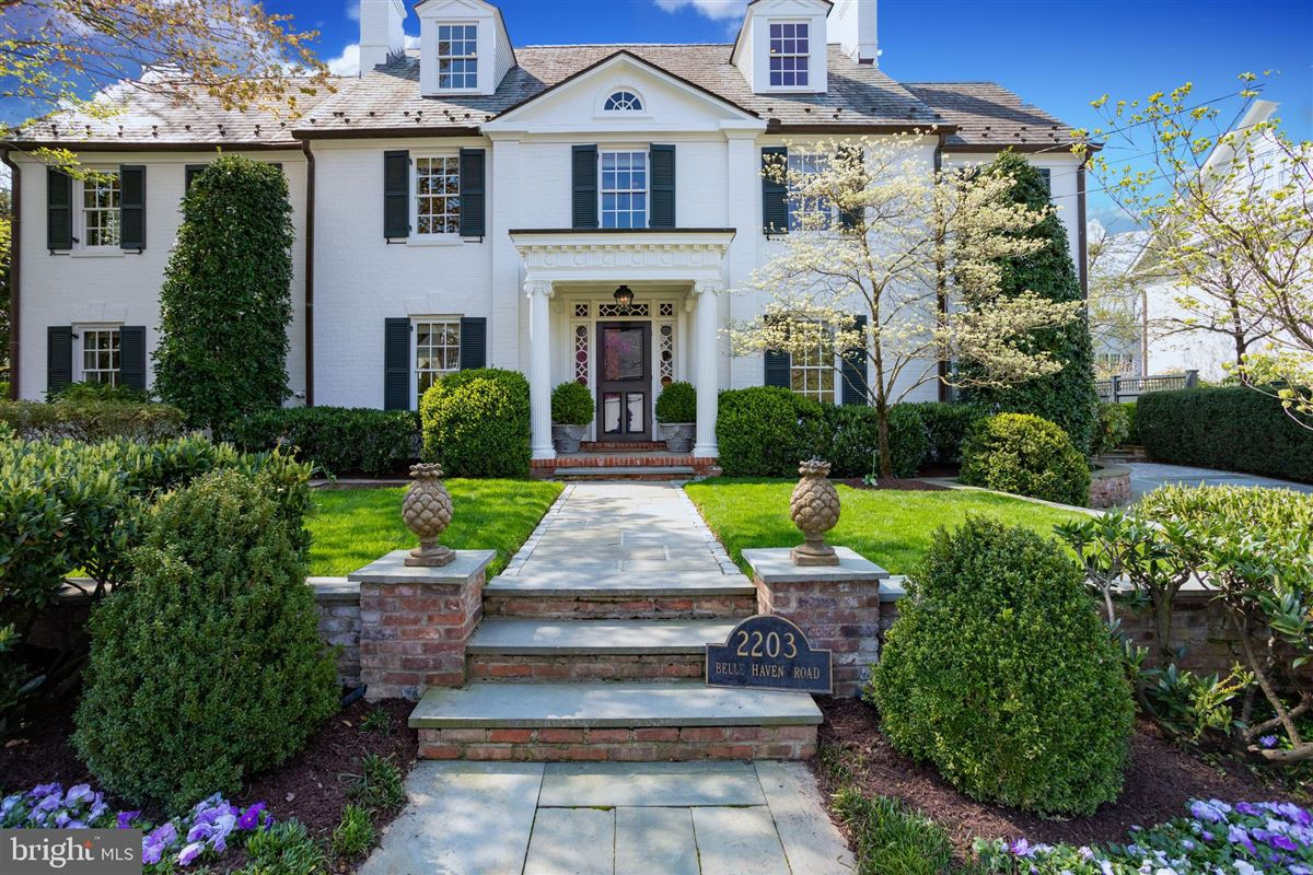 Luxury real estate extraordinary Belle Haven estate