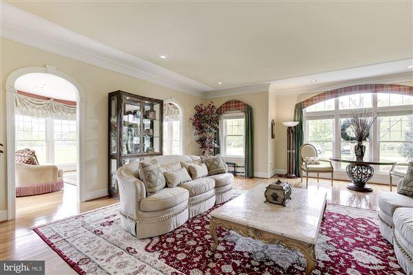 Luxury properties Outstanding luxury house
