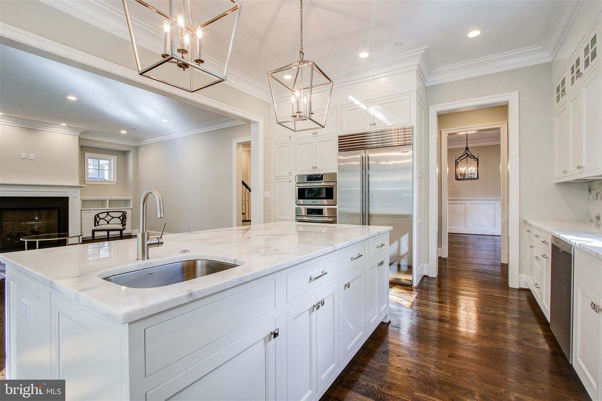 Luxury properties beautiful new colonial