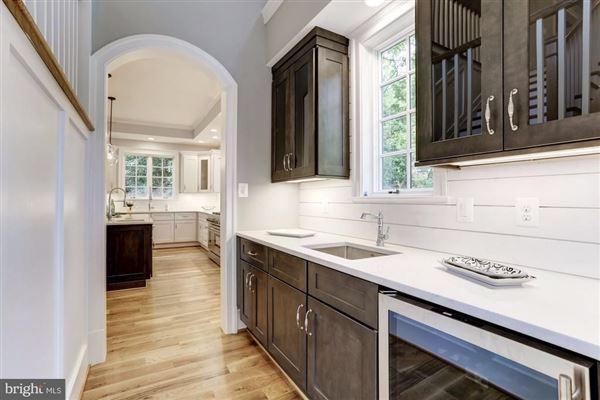 Mansions large-scale entertaining plus livability