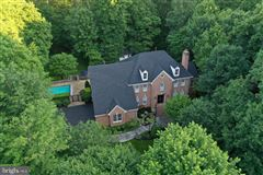 Luxurious and elegant estate mansions