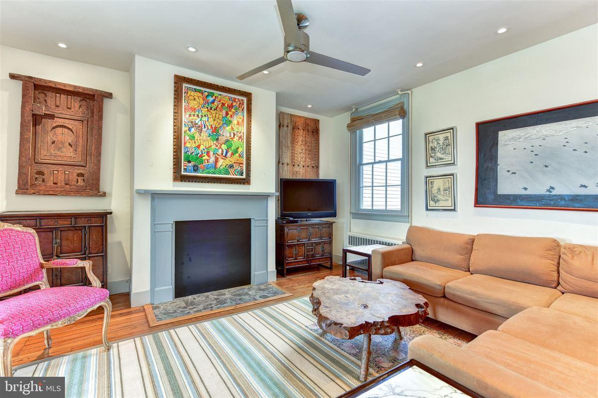 Luxury properties Five bedroom stunner with river views