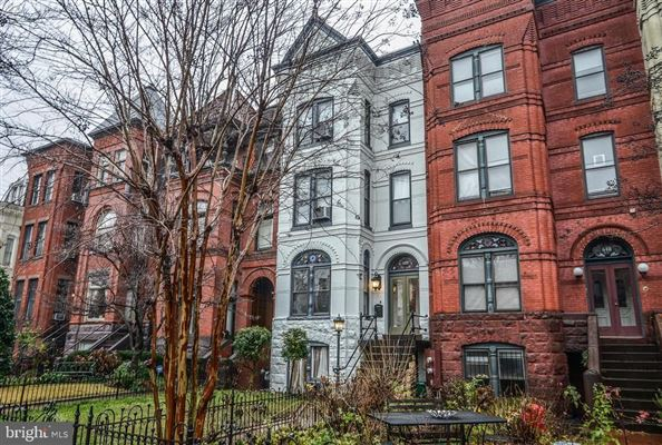 unique property in a premier Capitol Hill location luxury properties