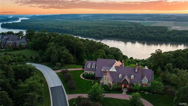 amazing home with with breathtaking views luxury homes