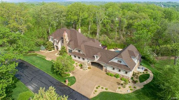 Luxury properties Welcome to this stunning estate home