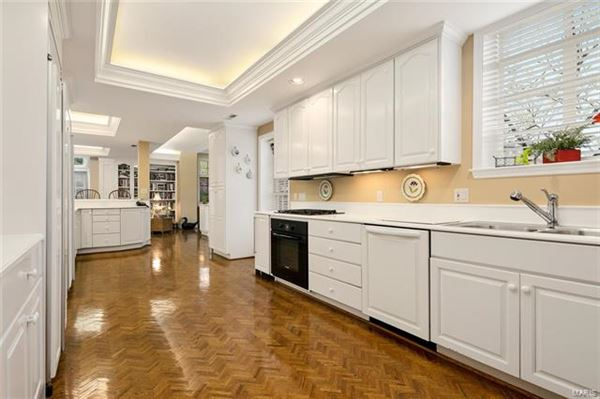 Luxury homes in Exceptionally handsome home in ideal location