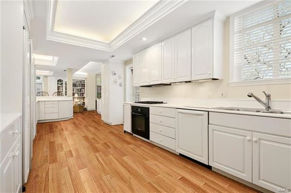 Mansions in Exceptionally handsome home in ideal location