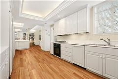 Mansions Exceptionally handsome home in ideal location