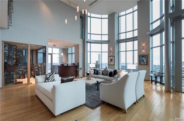 Luxury properties The most impressive Penthouse Condo in Missouri