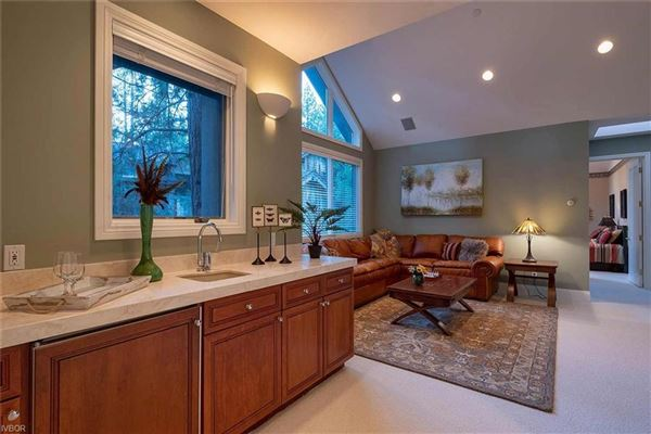 Privacy and elegance luxury properties