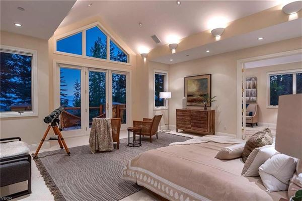 Luxury homes Privacy and elegance