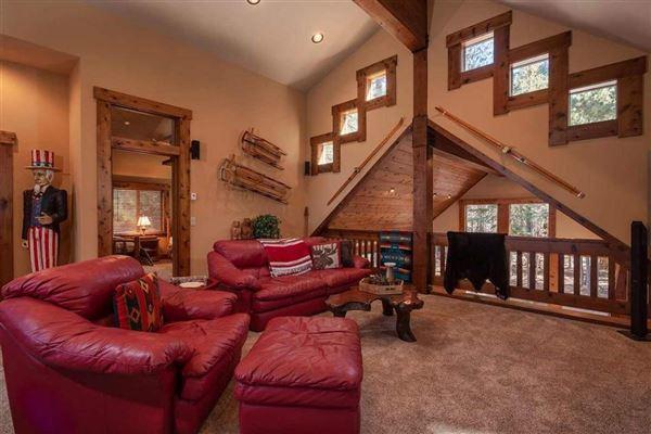 Luxury real estate Beautiful mountain home