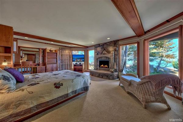 Luxury homes Lighthouse Shores in Tahoe Keys