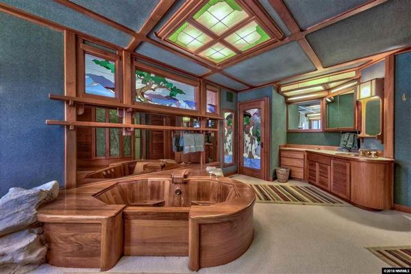 Luxury homes A rare lakefront work of art