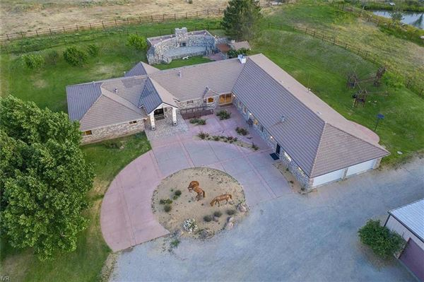 Luxury properties Single-level living with nine bedrooms on over five acres