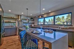 Luxury properties Mountain Contemporary design