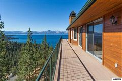 Luxury properties Enjoy the Masterful Views of This Cave Rock Home