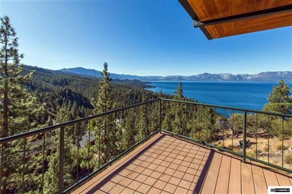 Luxury homes Enjoy the Masterful Views of This Cave Rock Home