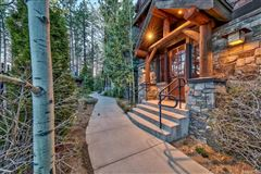 Luxury homes in quality mountain style construction