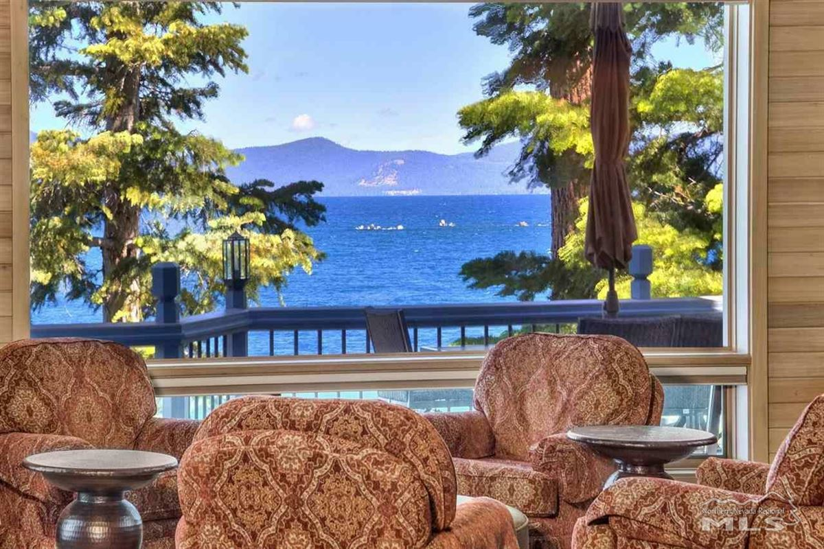 Mansions One-of-a-kind private lakefront setting
