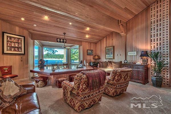 Luxury properties One-of-a-kind private lakefront setting