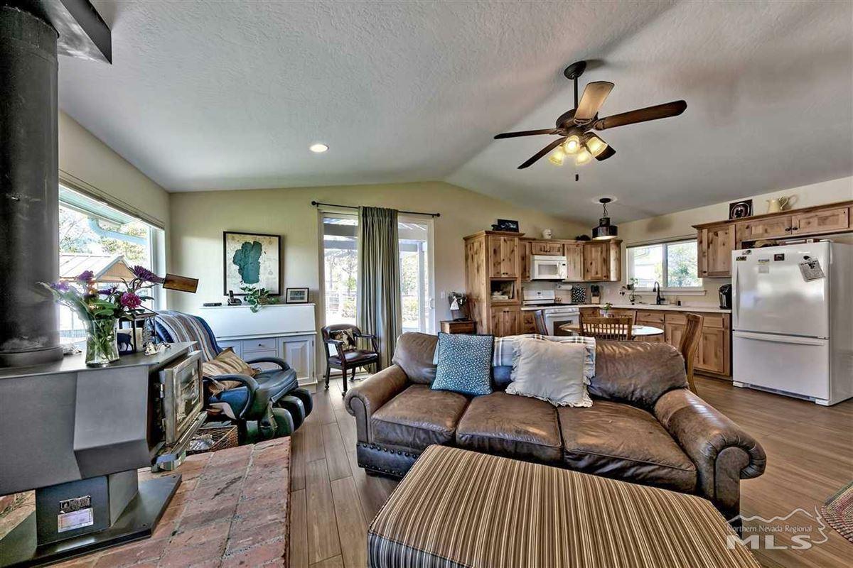 Luxury homes Elegant ranch home on 20 acres
