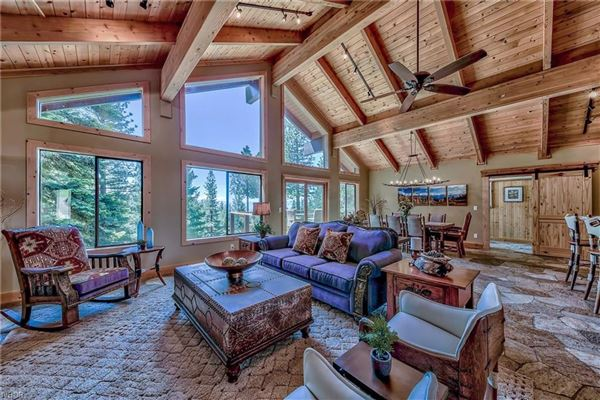 Luxury real estate Attractive House Perfect for Gatherings