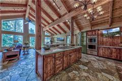Luxury properties Attractive House Perfect for Gatherings