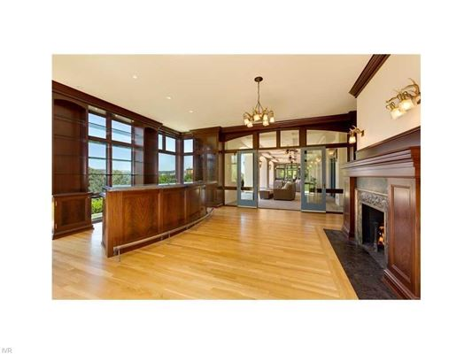 Mansions in Historic and stunning Nixon Mansion