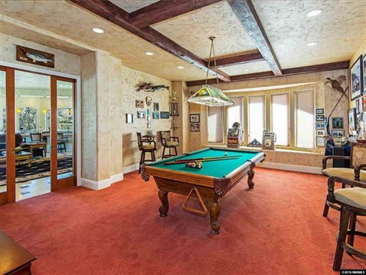 Mansions in beautiful villa on Red Hawk Lakes golf course